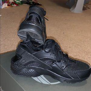 Nike roshe sneakers size 6Y worn once.